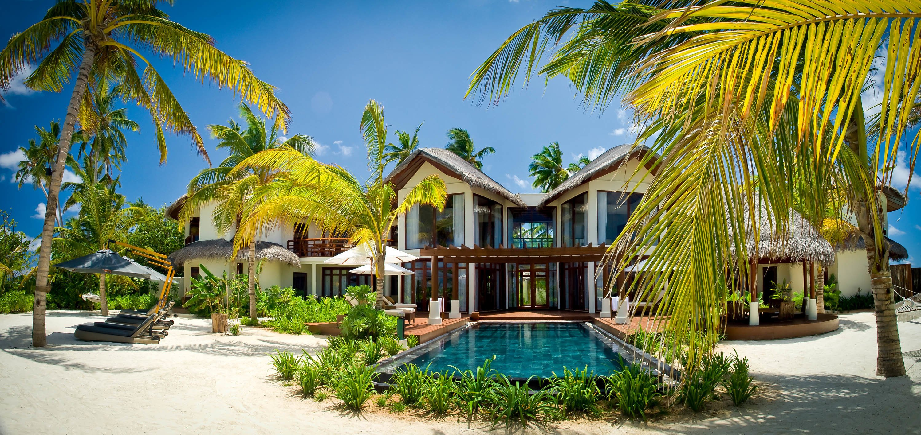 Pool exotic maldives palm trees villa house design for Villas wallpaper