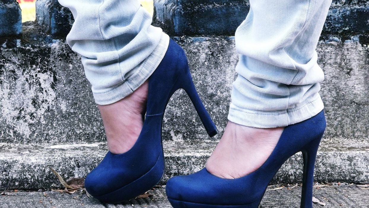 SENSUALITY - blue shoes foot jeans ladder wallpaper