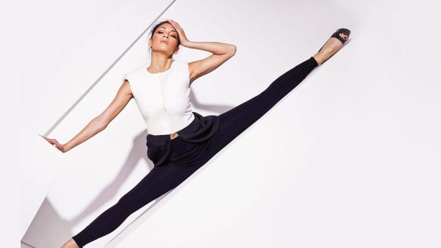 SPORTS - Nicole Scherzinger girl sensuality brunette exercise wallpaper