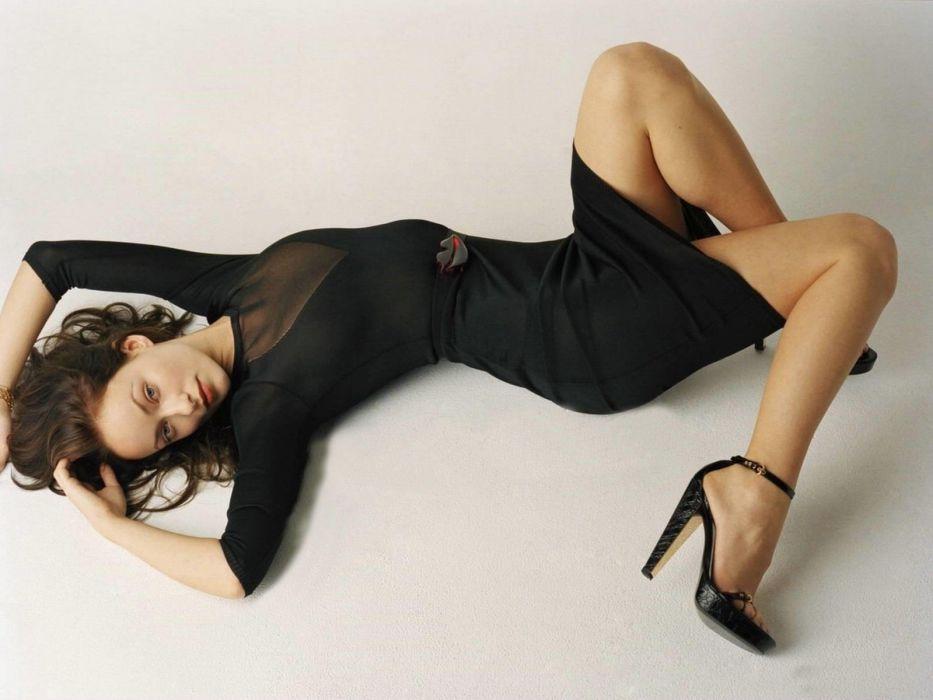 SENSUALITY - Olivia Wilde girl lips legs high heels black dress laying wallpaper