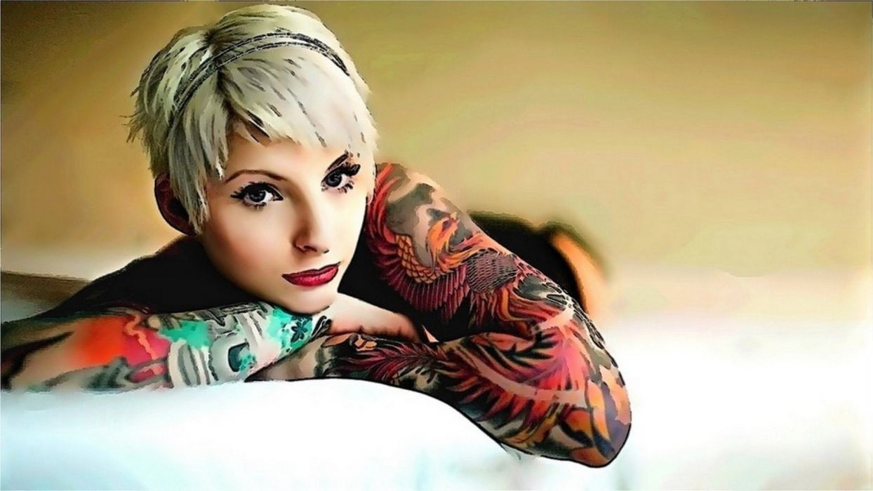 mujer rubia modelo tatuada wallpaper