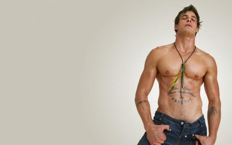 hombre modelo tatuado wallpaper