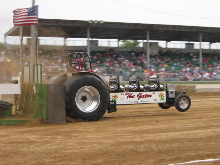 TRACTOR-PULLING race racing hot rod rods tractor wallpaper