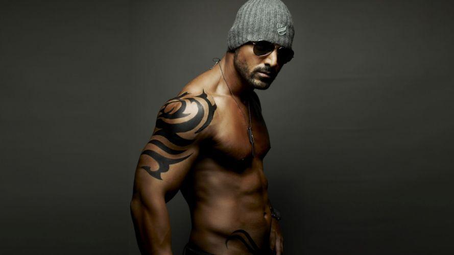 hombre tatuado wallpaper
