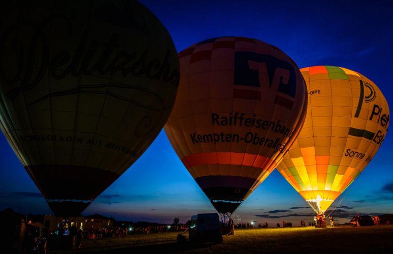 Balloon evening night sky lights people wallpaper