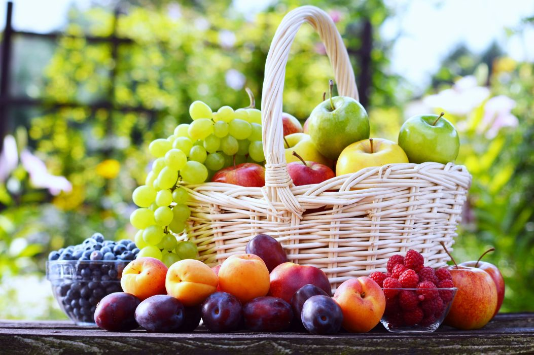 Fruit basket Grape Strawberry plum apple table summer food delicious wallpaper