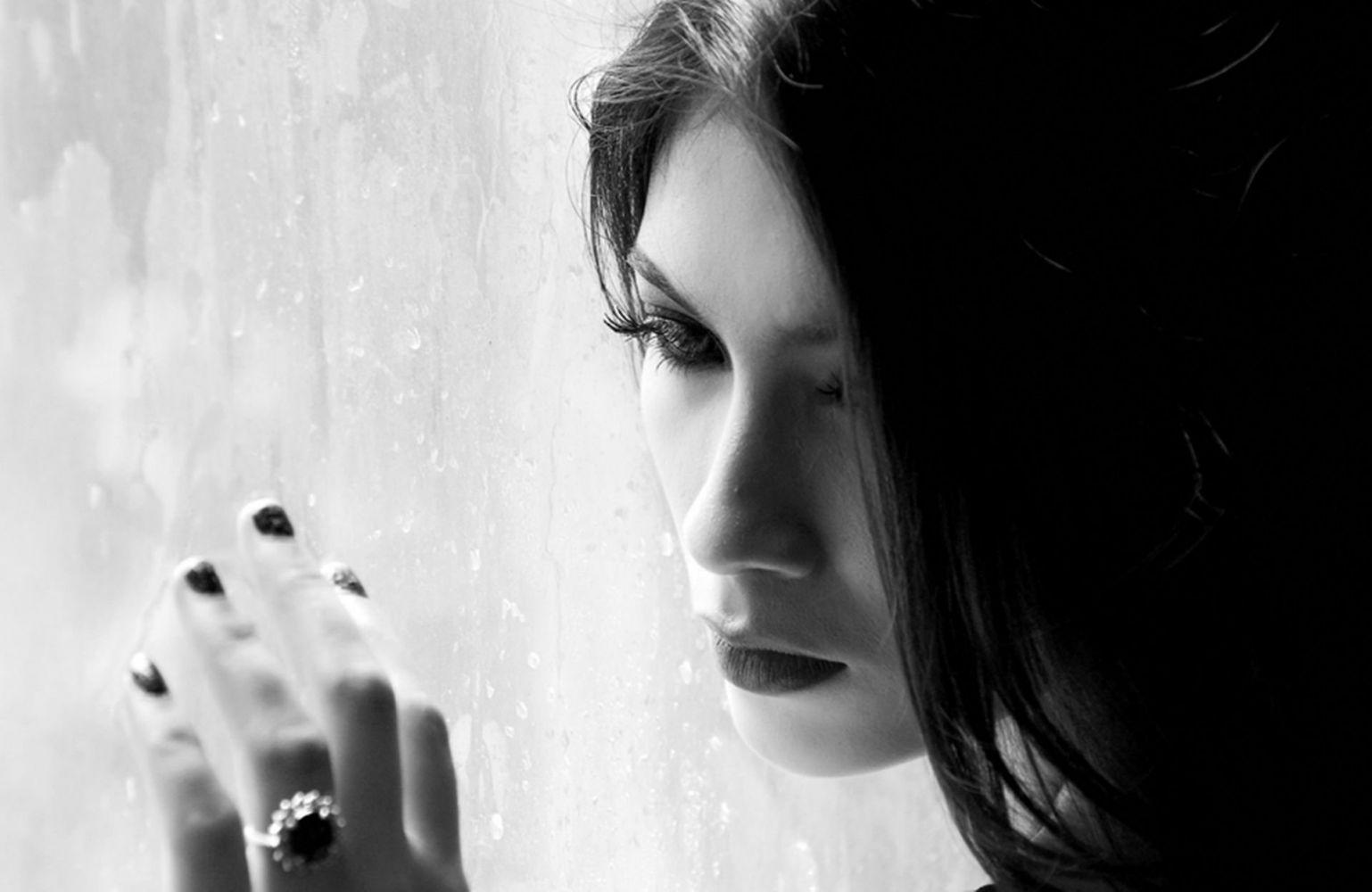 Картинки одинокой женщины на телефон
