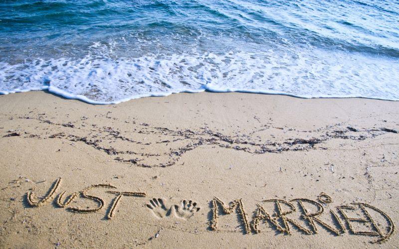 just married couples lovers happiness fun holiday honeymoon beaches summer sand sea joy enjoy wallpaper