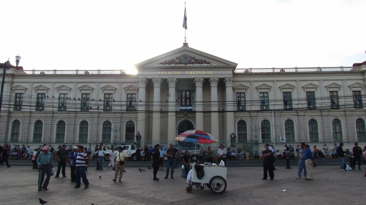 Palacio Nacional De San Salvador De(capitol)El Salvador wallpaper