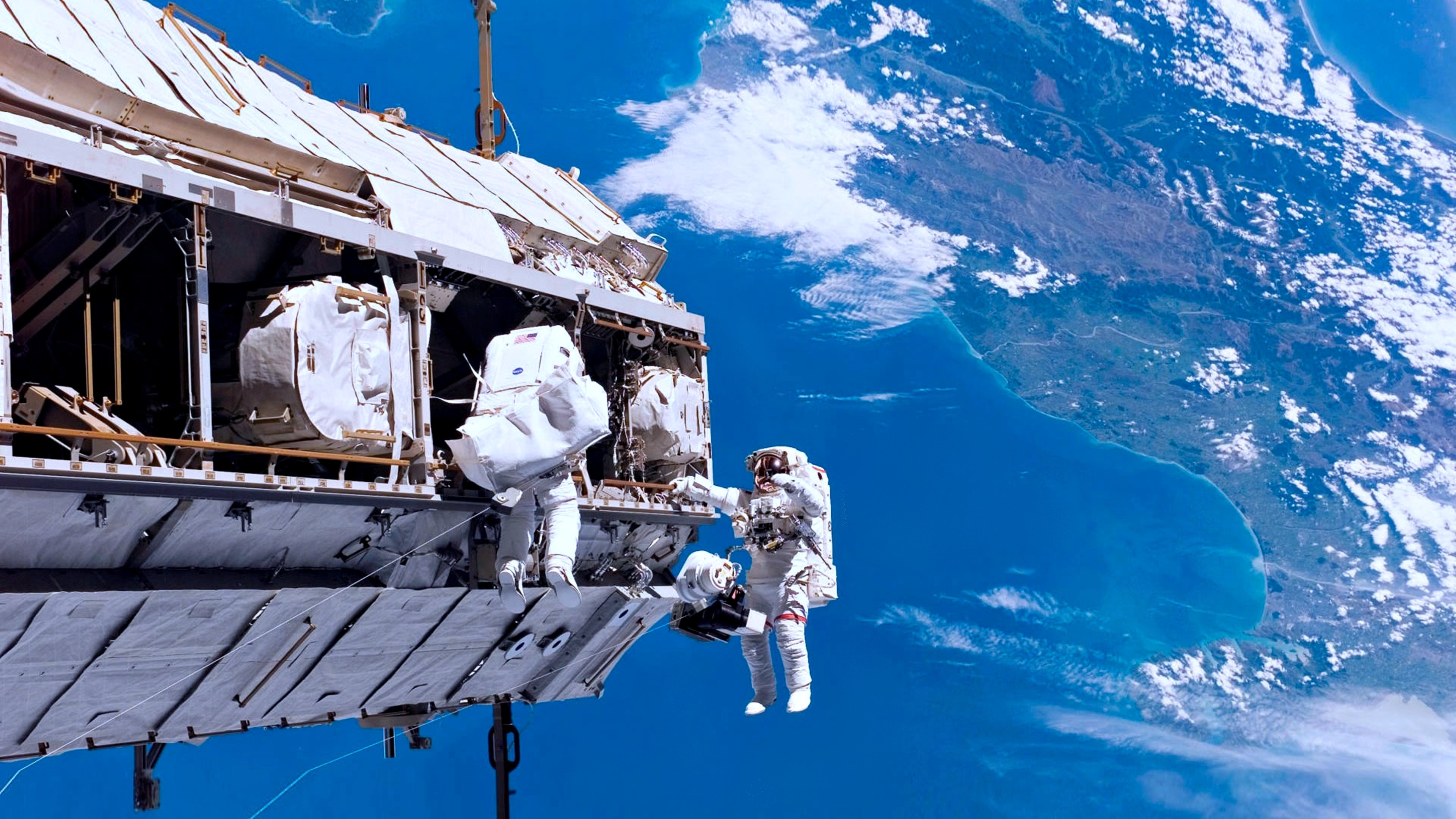 an astronaut in the spaceship sees the sky as - photo #49