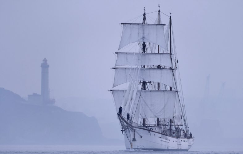 Beacon ship watercraft yacht boat sea ocean fog sailing nature landscapes earth wallpaper