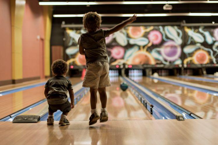 kids brothers bouling sports games fun joy happy children childhood life wallpaper