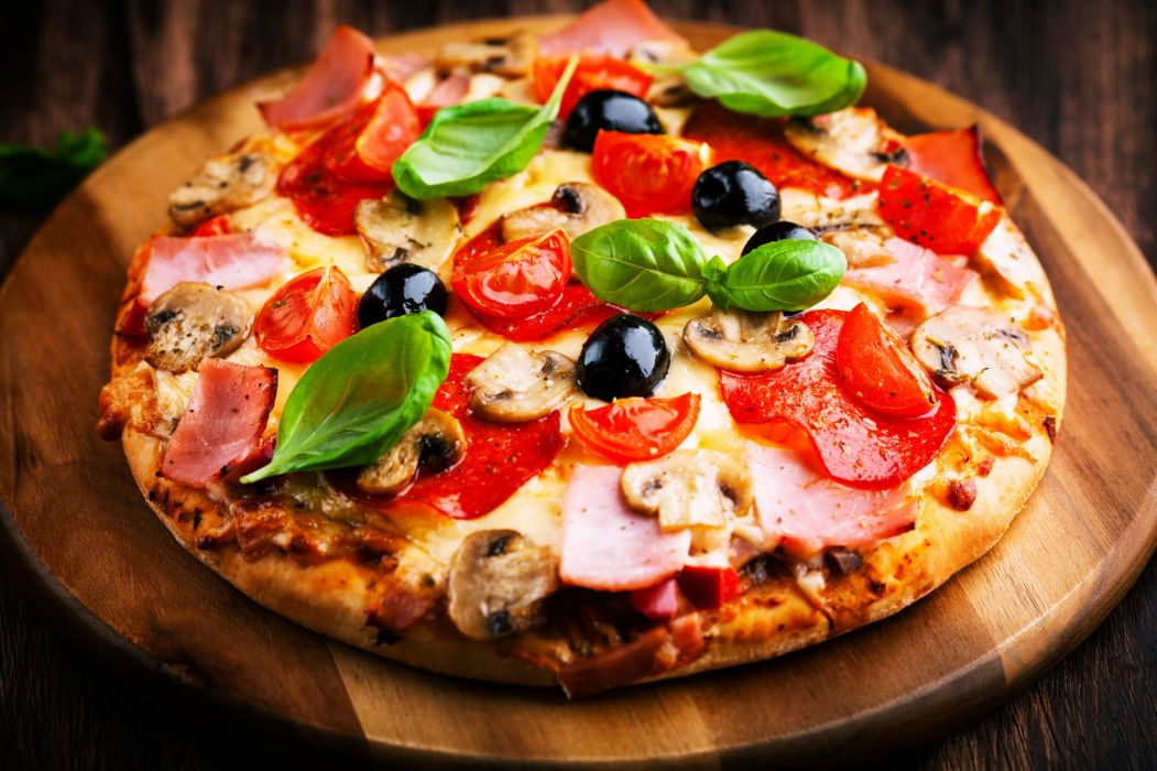 Pizza meal lunch dinner vegetables delicious scrumptious food italy wallpaper