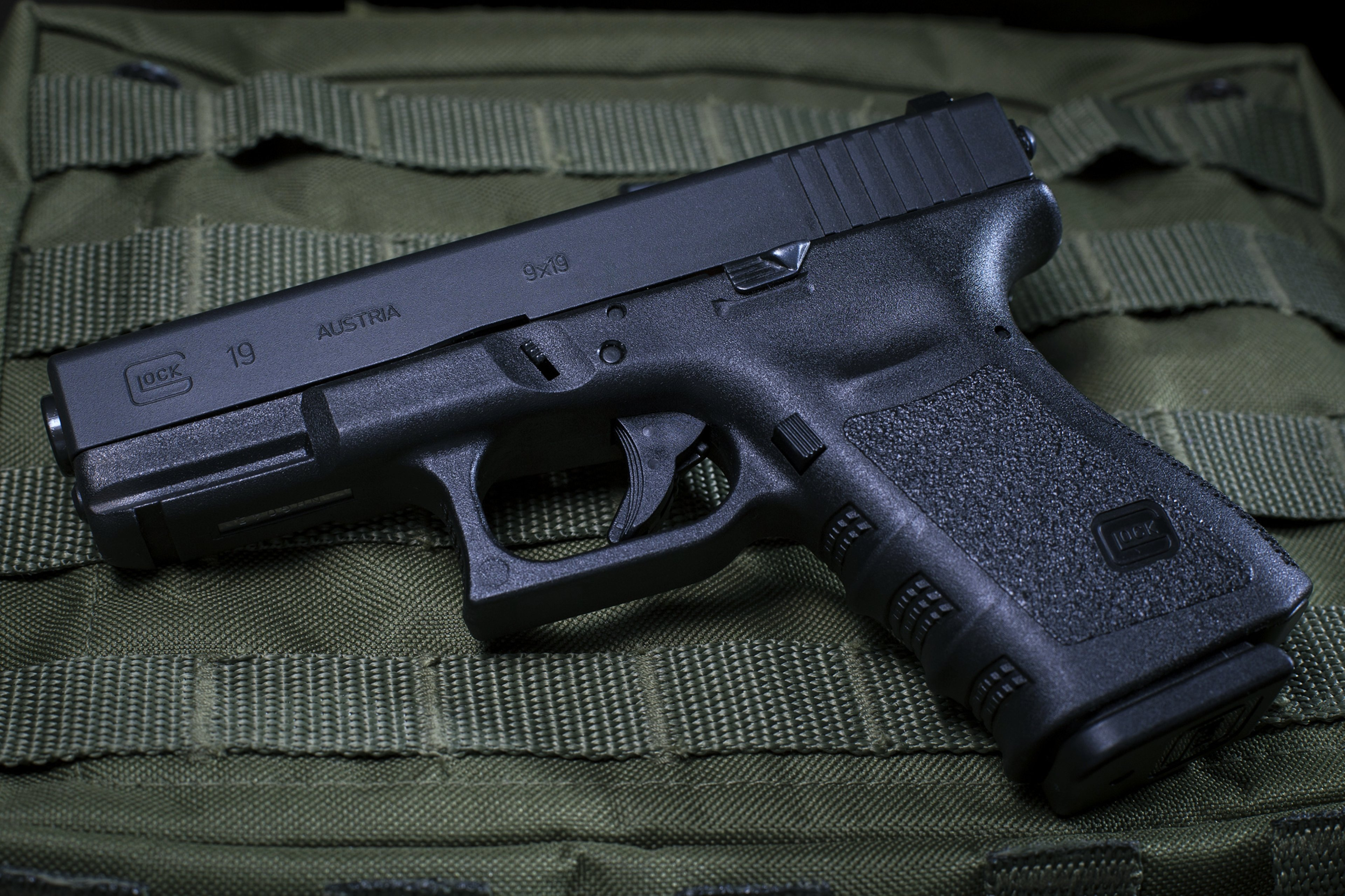 glock 19 pistol police army military fire shoot wallpaper