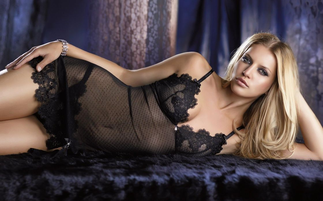 SENSUALITY - Sara Foster girl blonde underwear lying bed wallpaper