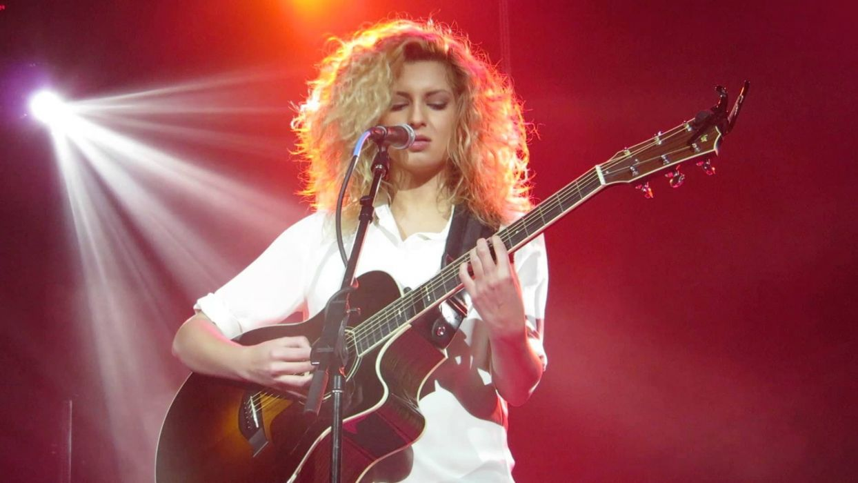 TORI KELLY pop singer soul r-b concert guitar wallpaper