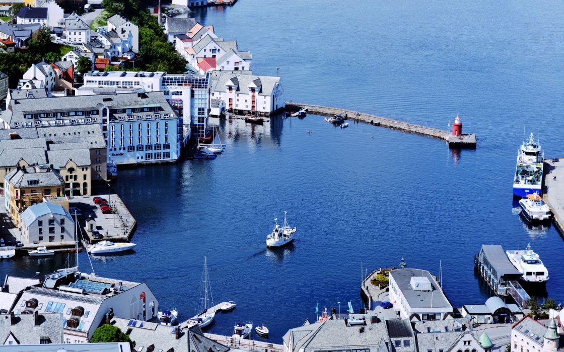 esunn lesund norvegiya NorAAweg Norway city town country sea port watercrafts boats yachts buildings ocean Scandinavian Peninsula wallpaper