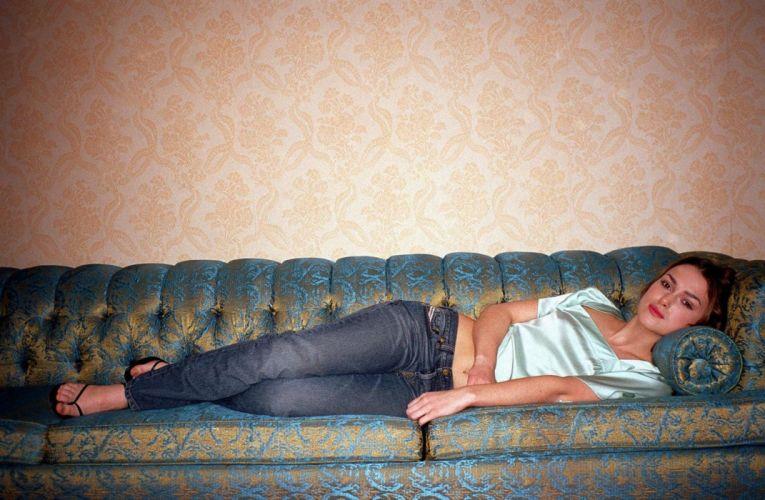 Keira Knightley girl blonde resting jeans sofa wallpaper