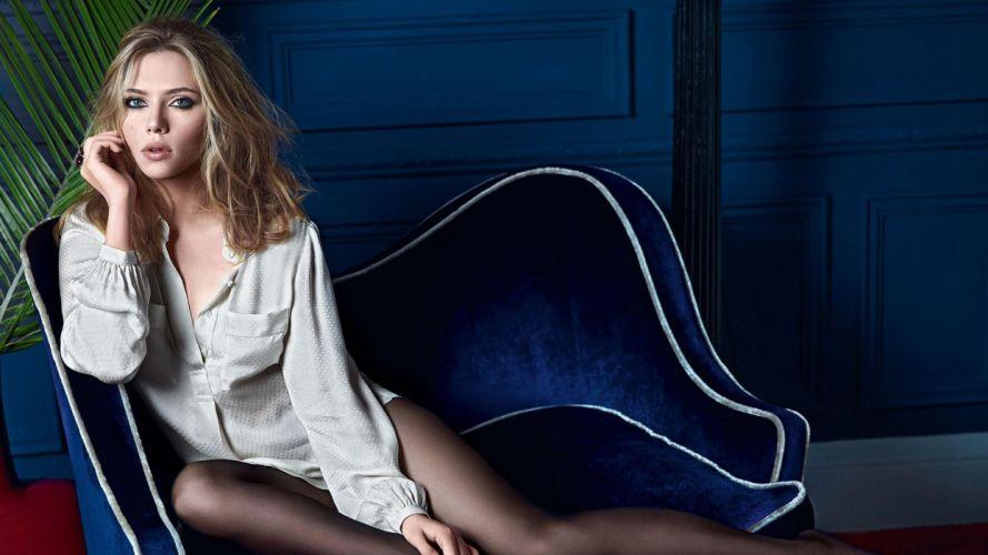 SENSUALITY - Scarlett Johansson girl blonde lips couch wallpaper
