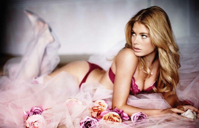 girls charming SENSUALITY lingerie blonde brunette wallpaper