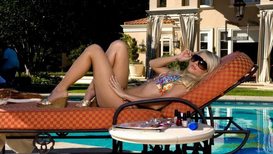 SENSUALITY - Jana Jordan girl blonde bikini mansion pool wallpaper