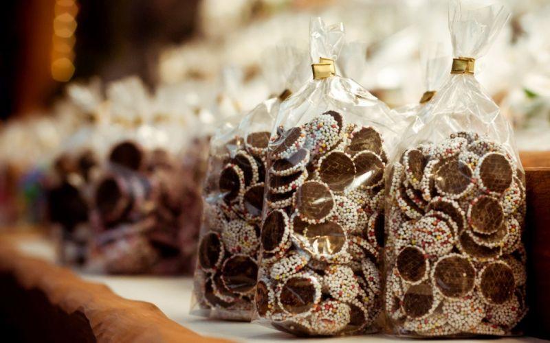 bag-of-chocolate- wallpaper