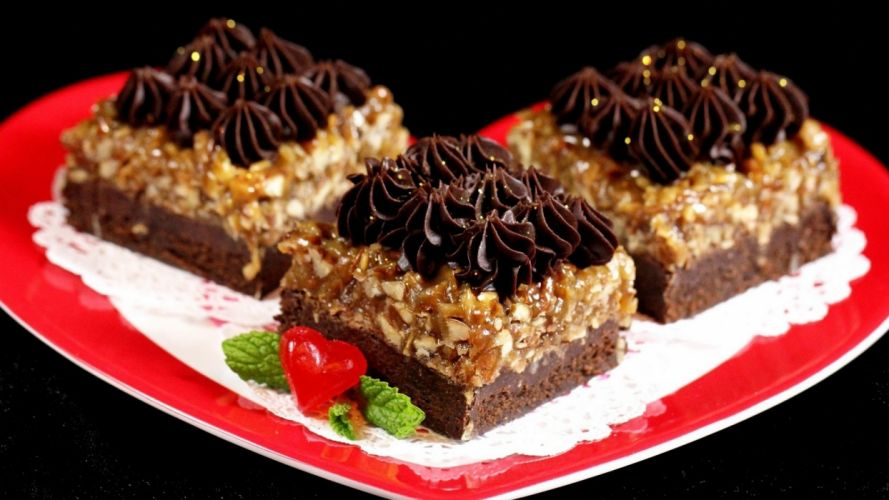 chocolate-cake-with-nuts- wallpaper