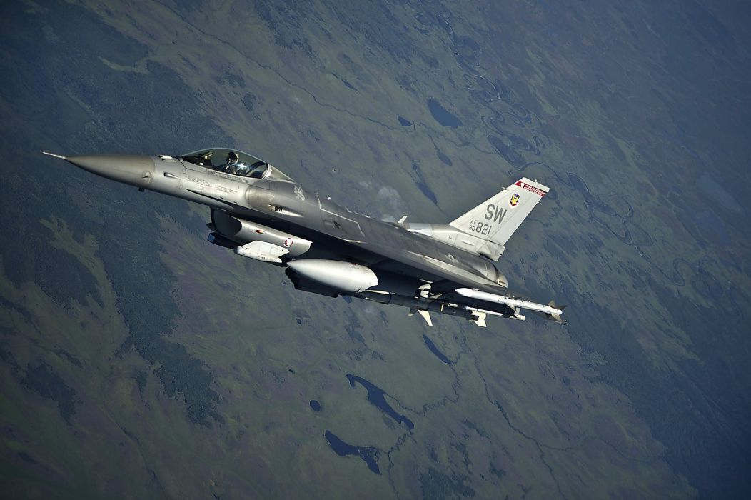 Lockheed Martin F-16 Fighting Falcon wallpaper