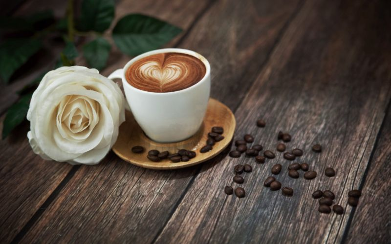 beans-coffee-drinking-white-roses-wood-mood wallpaper