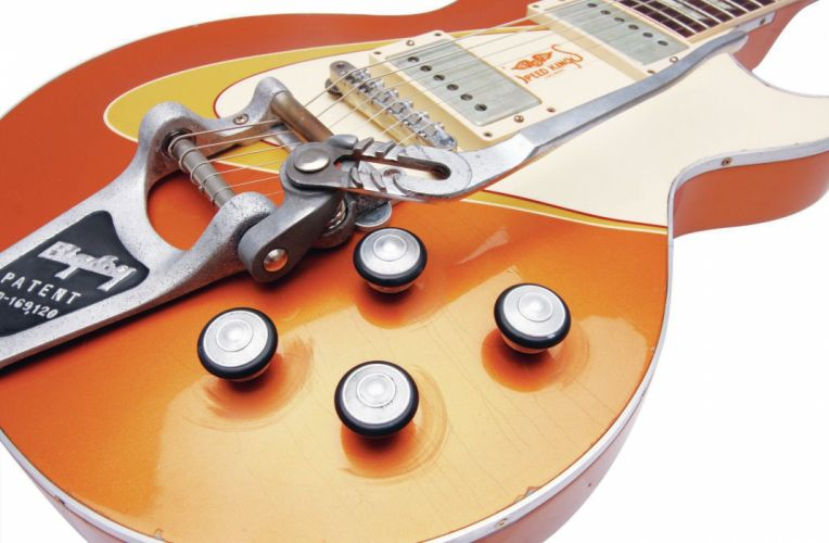 Gibson Les Paul Gold Custom 2048x1360-02 wallpaper