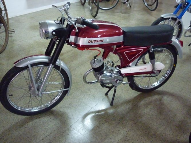 ducson motocicleta roja wallpaper