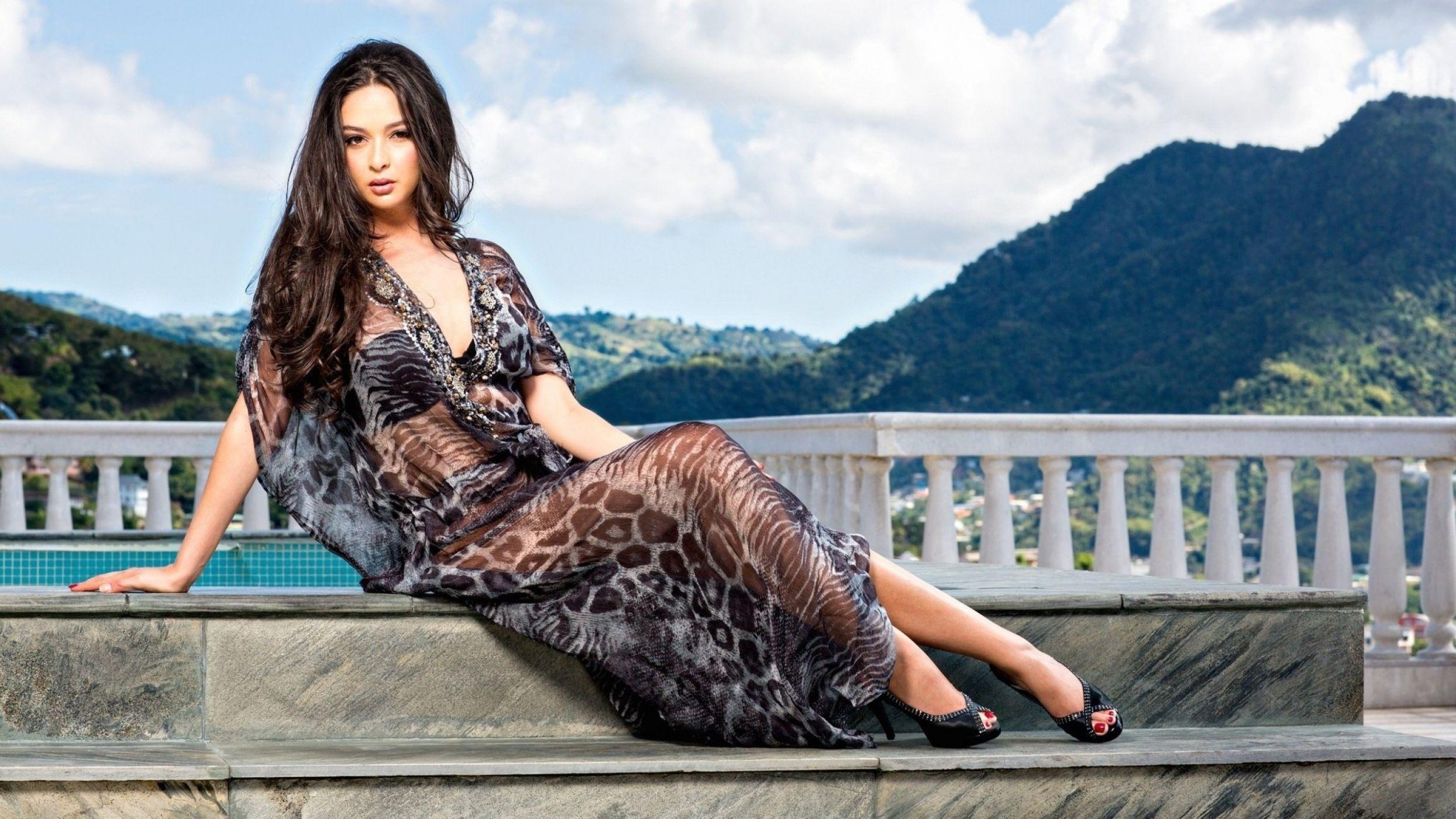 брюнетки прозрачных платьях фото высокого качества марина раскрыла