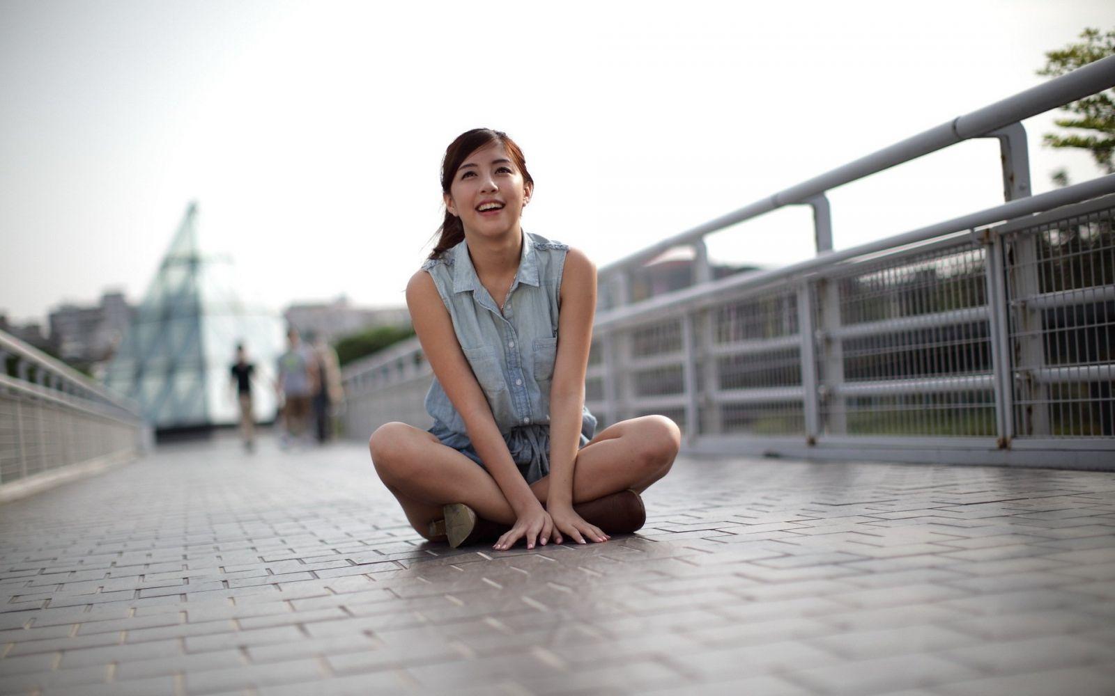 Азиатки на улице видео — photo 5