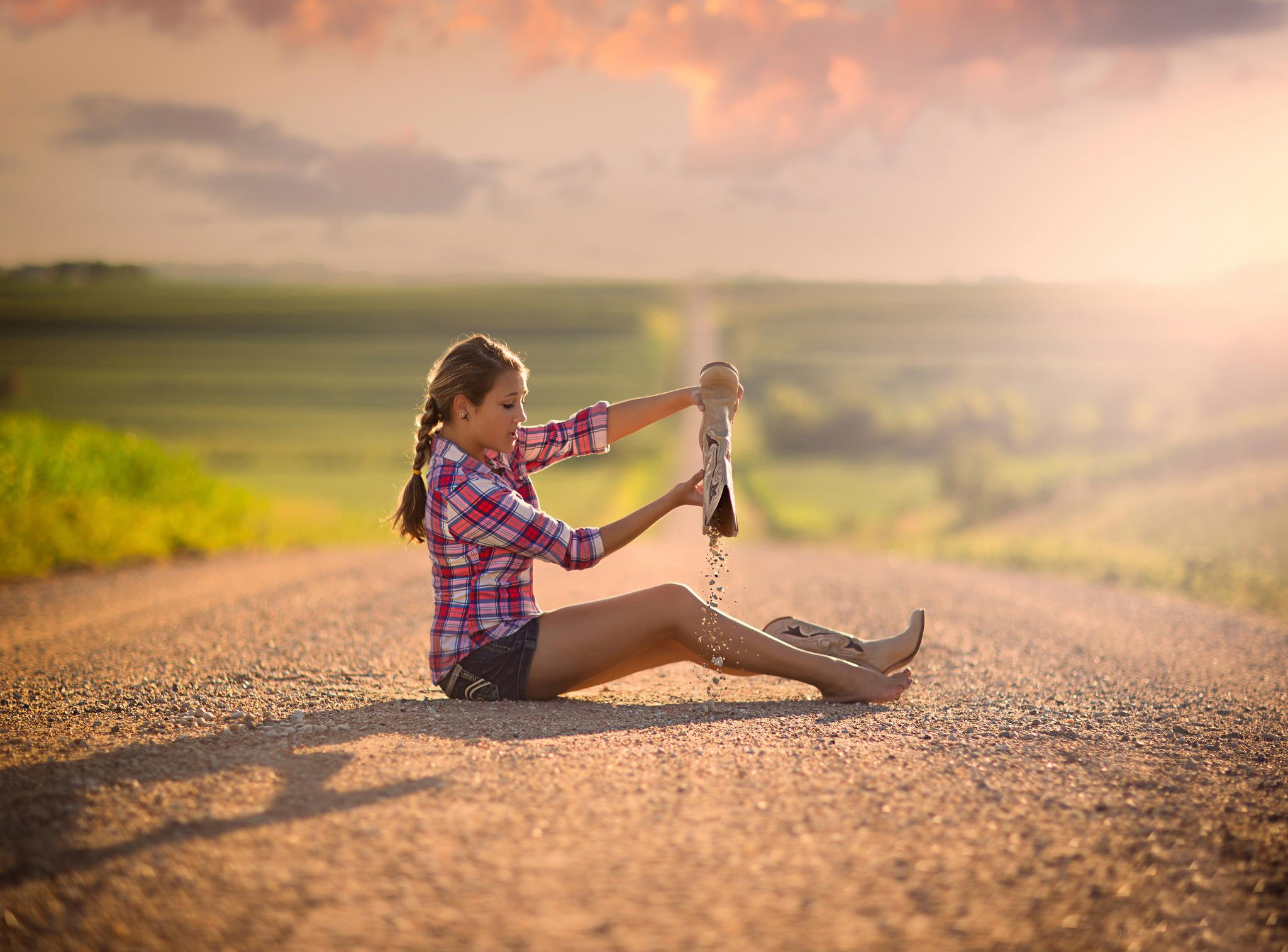 Снял женщину на дороге 9 фотография