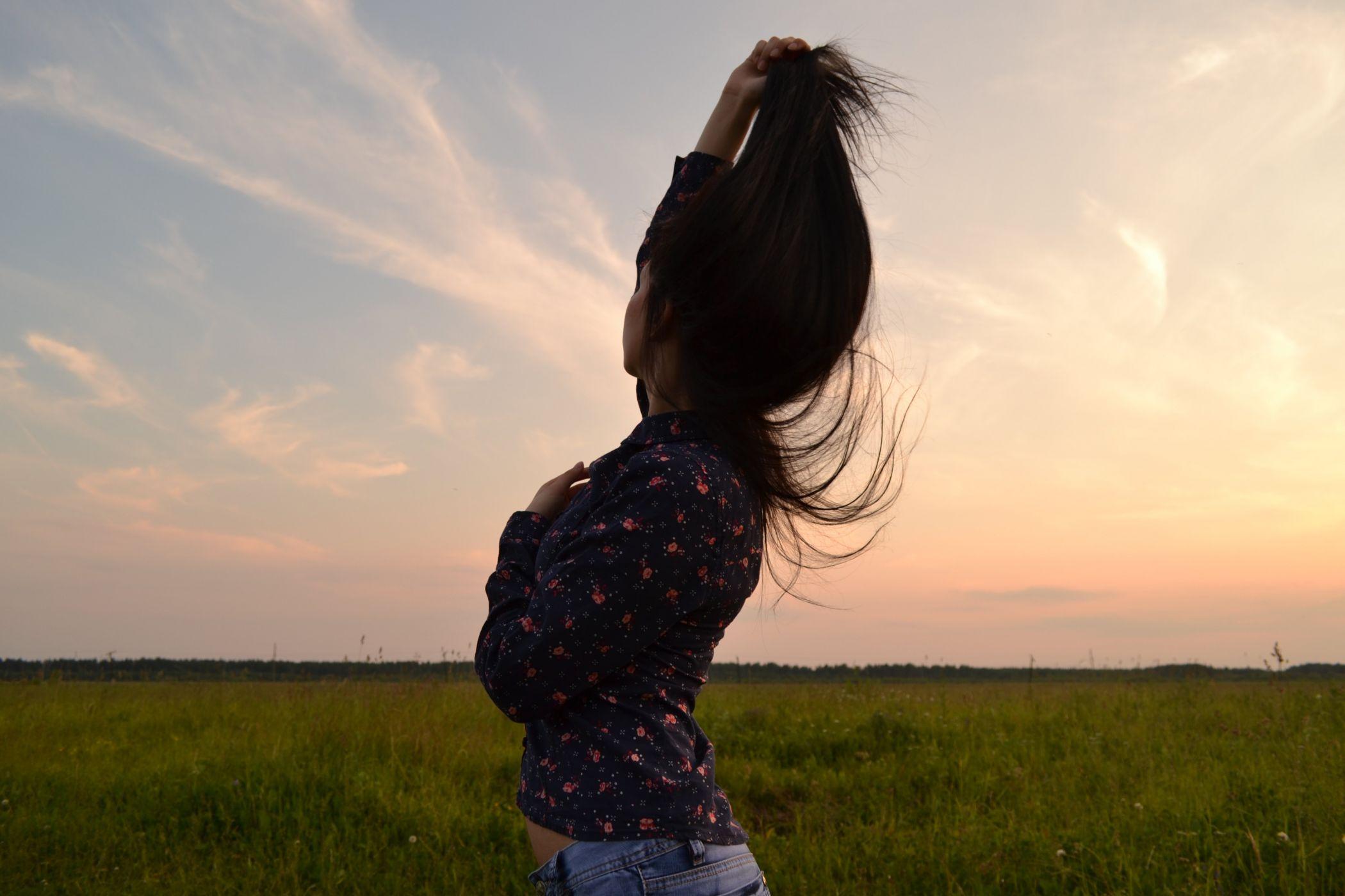 Фото девушек брюнеток чтобы не видно было лица — pic 6