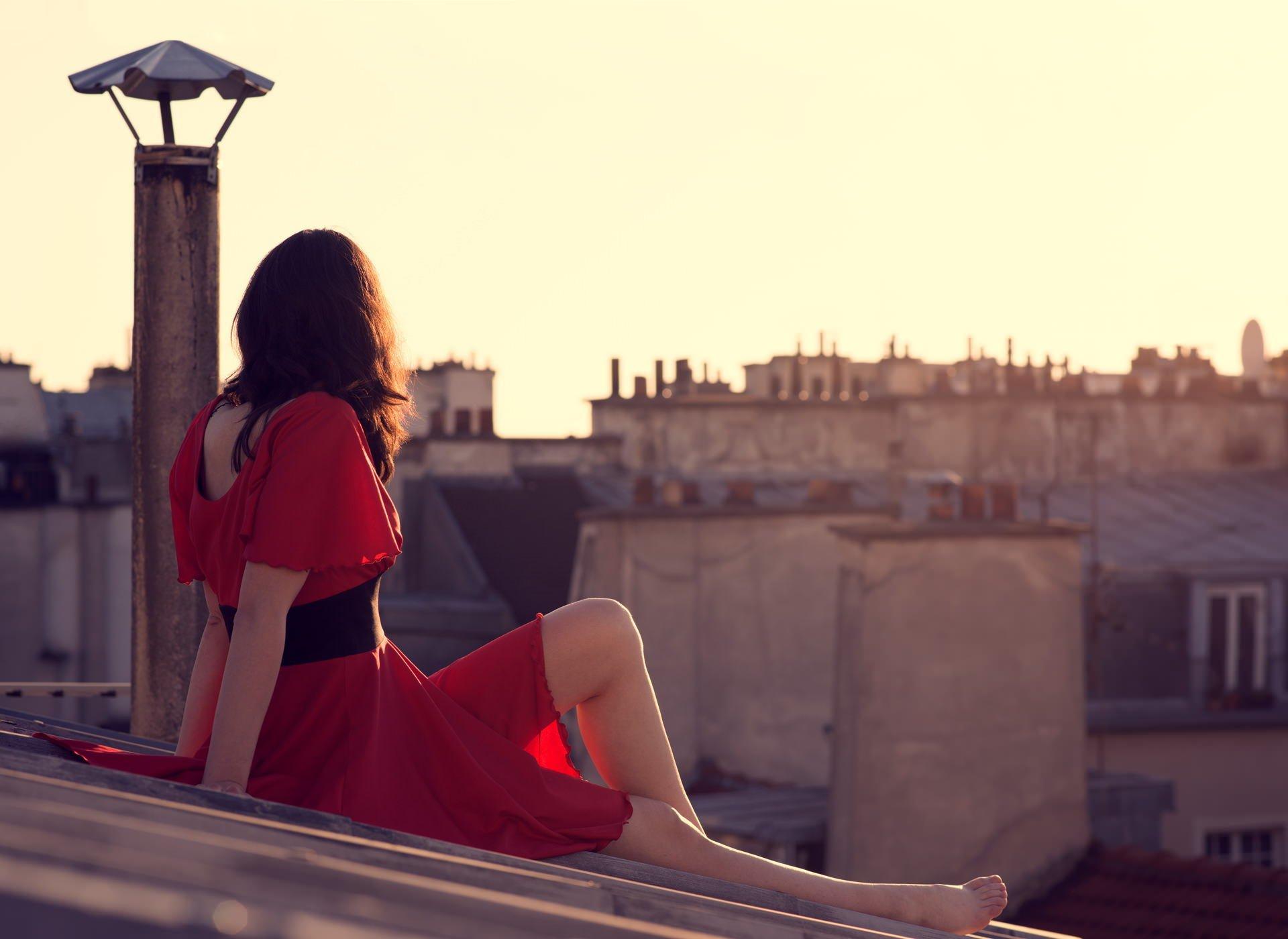 С девушка на крыше одна 3 фотография
