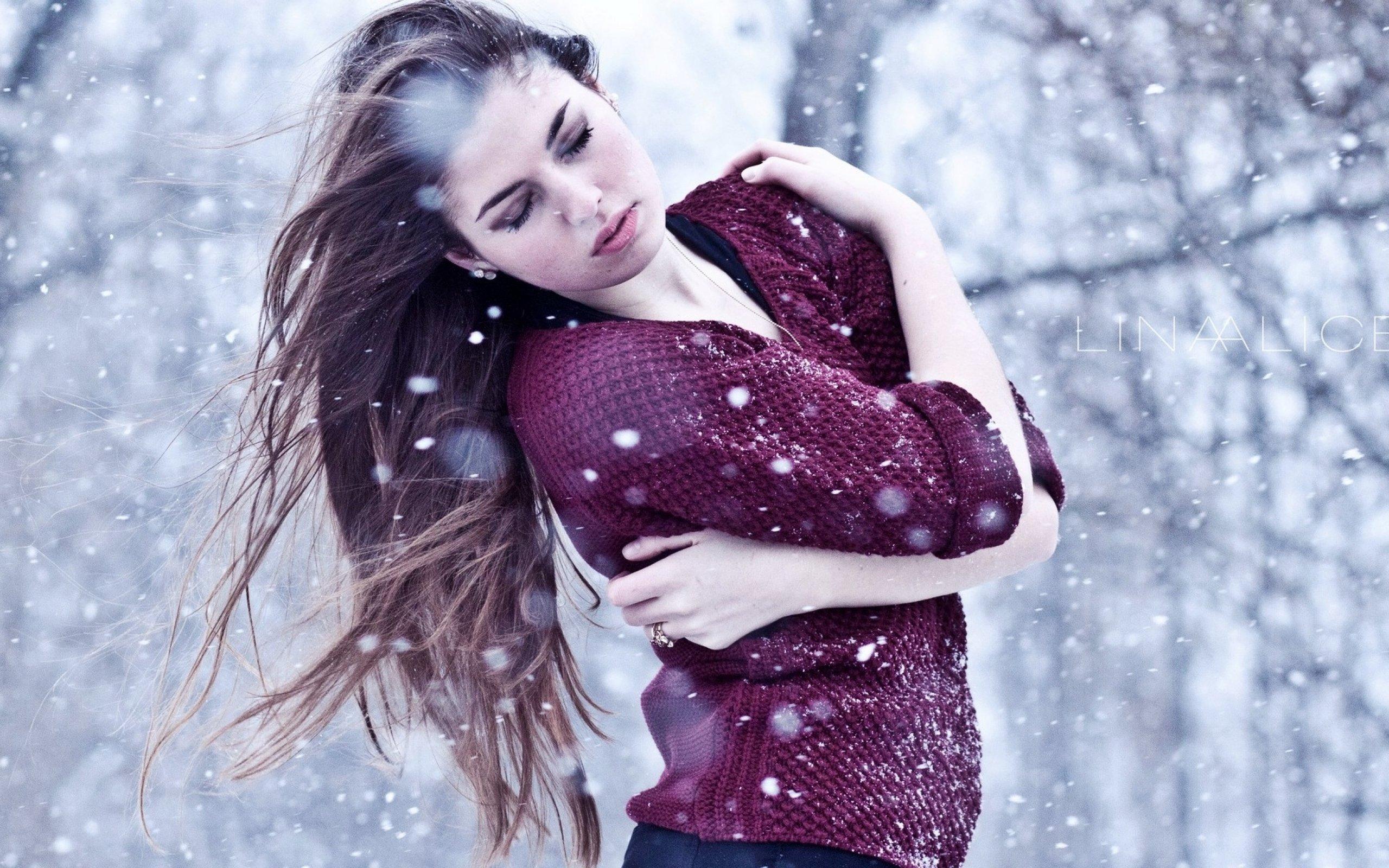 Фото красивых брюнеток зимой 20 фотография