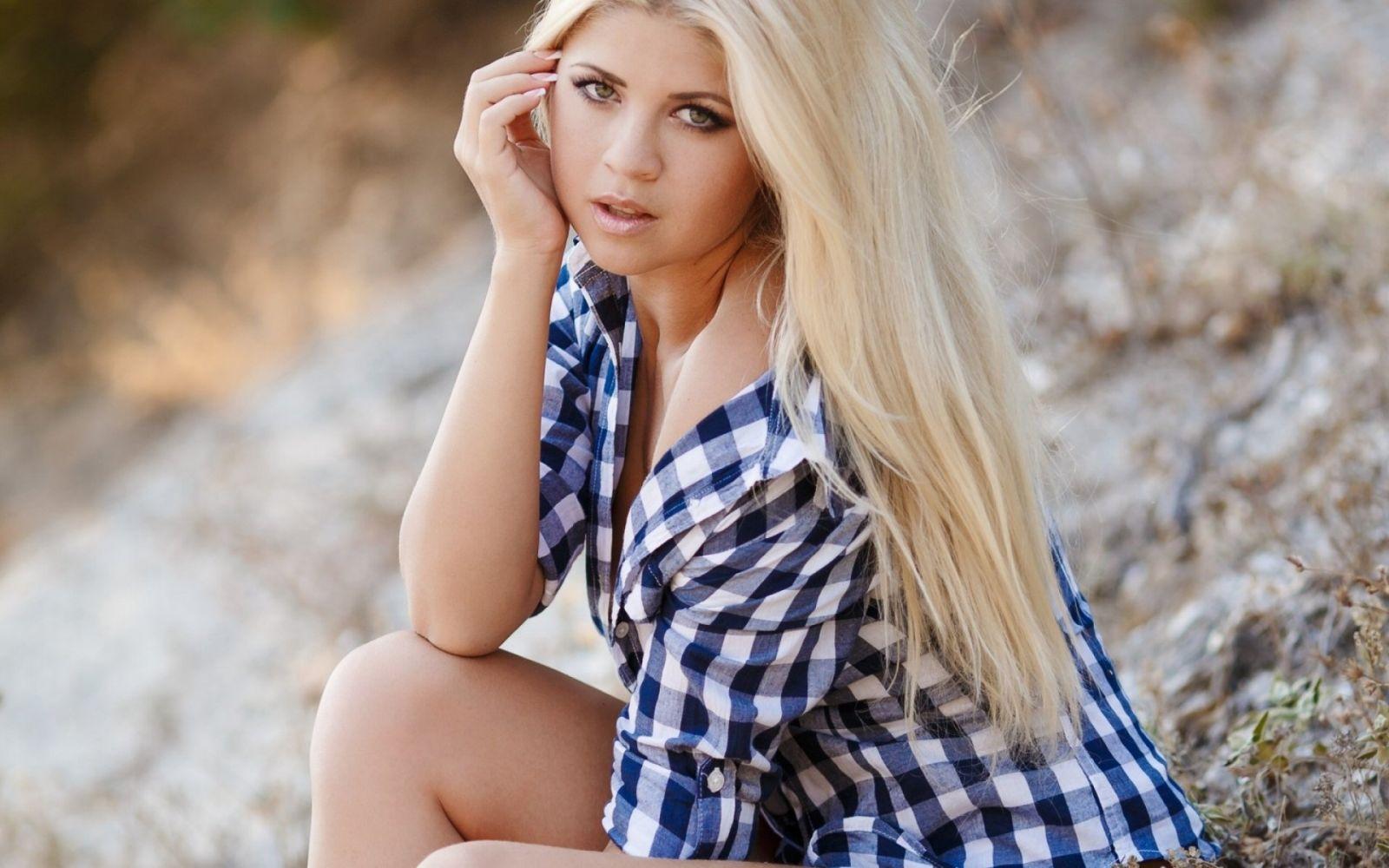 Cute blonde girl — img 9