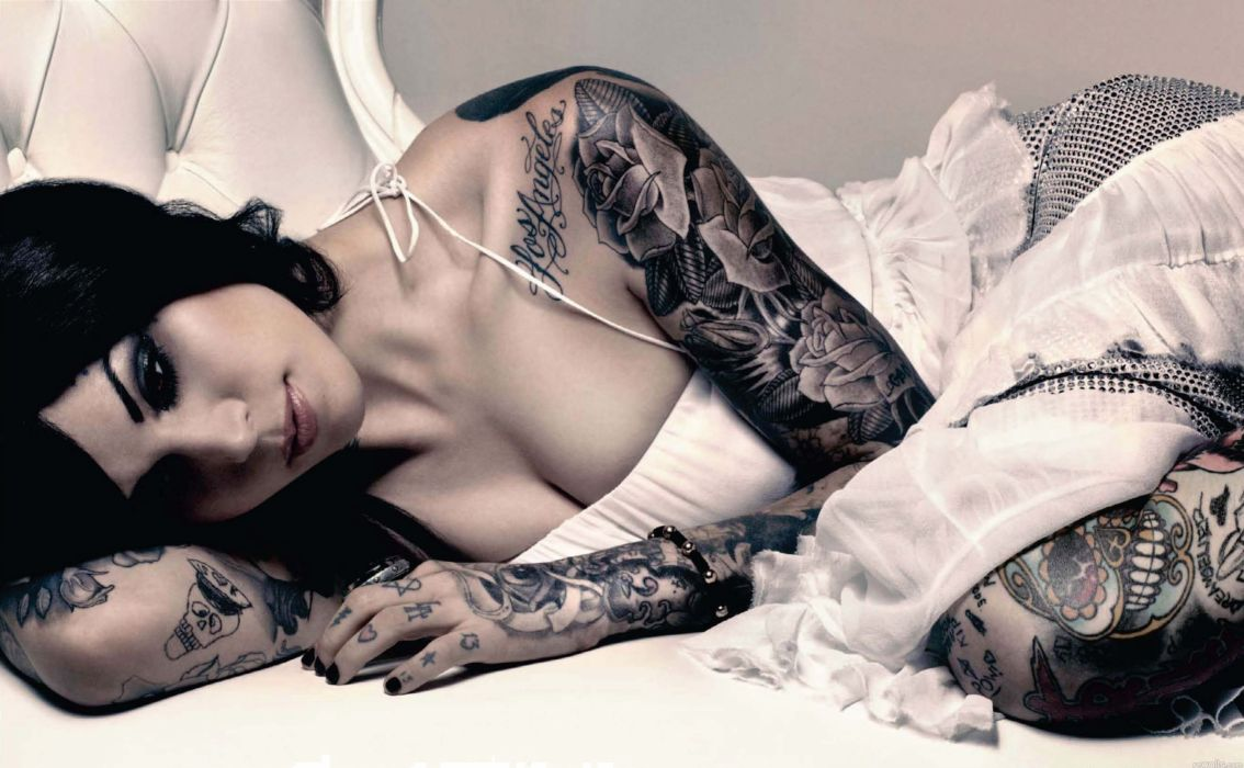 chica morena tatuada wallpaper