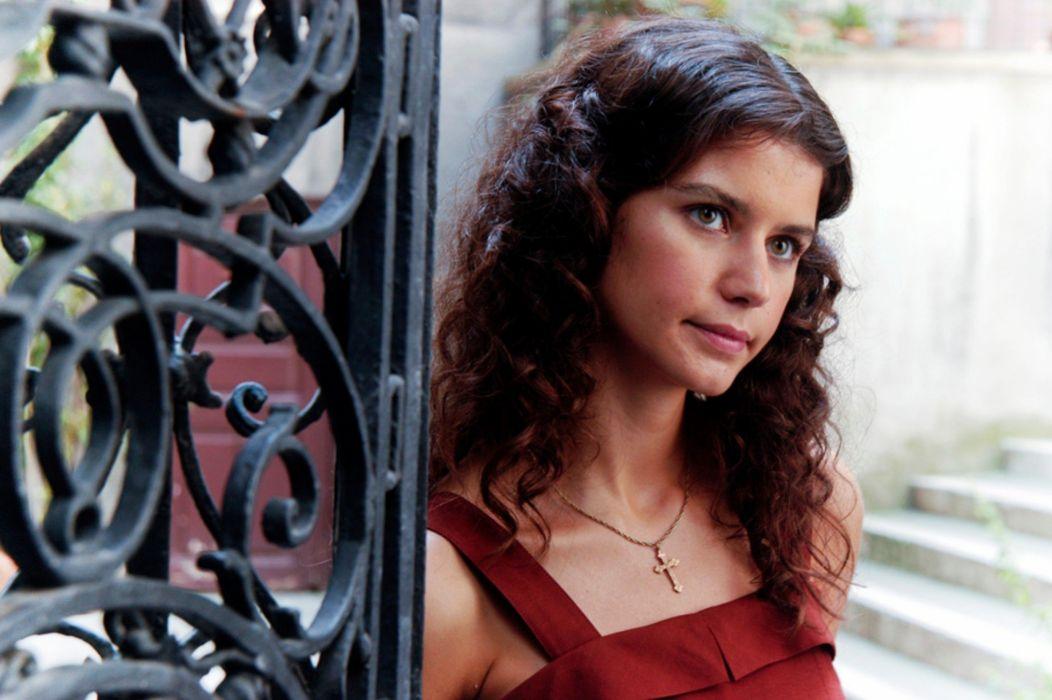 women Beren Saat Turkish actress beautiful girl wallpaper