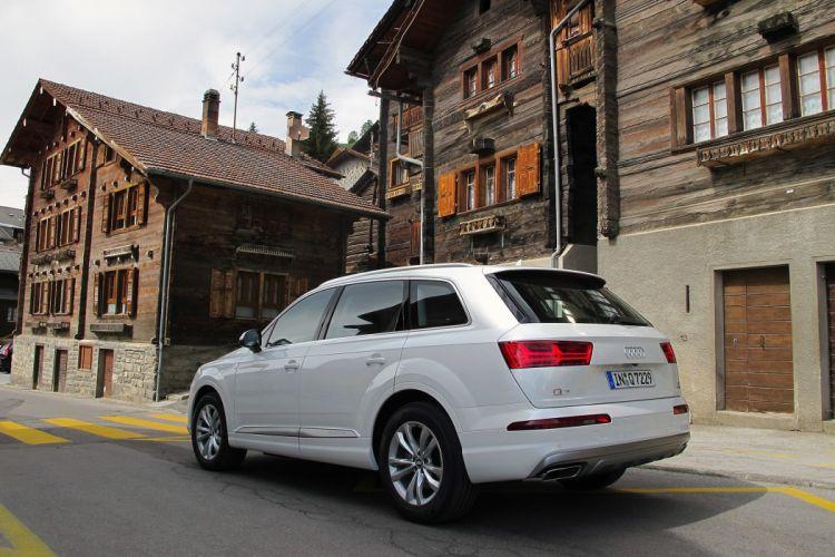 2017 Audi-Q7 cars suv white wallpaper
