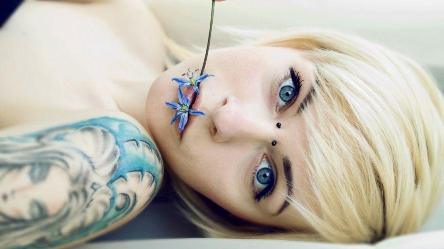 chica rubia tatuaje wallpaper