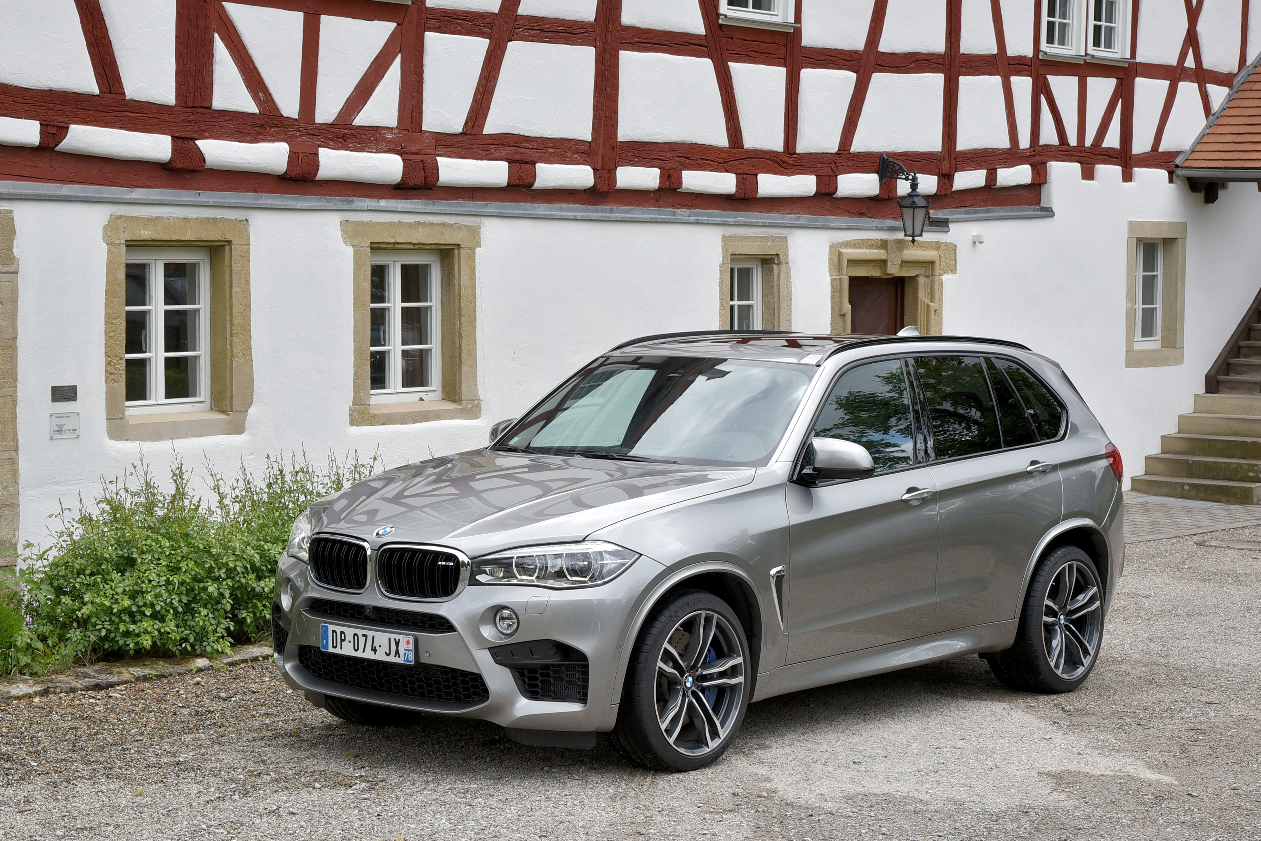 bmw x5 m f15 2015 suv cars wallpaper 4096x2731 703192 wallpaperup. Black Bedroom Furniture Sets. Home Design Ideas