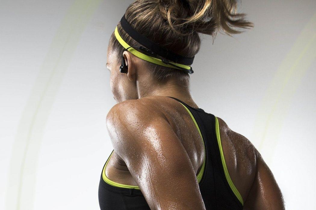 SPORTS - girl women blonde run exercise training sweat headphones wallpaper