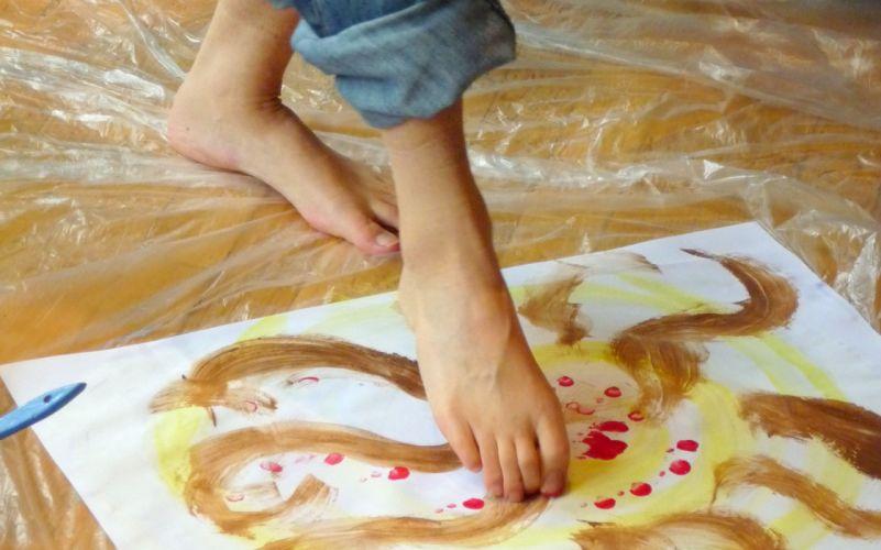 arts feet fingers paint women girls wallpaper