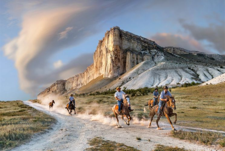 Crimea white rock road riders horse dust people horse western wallpaper