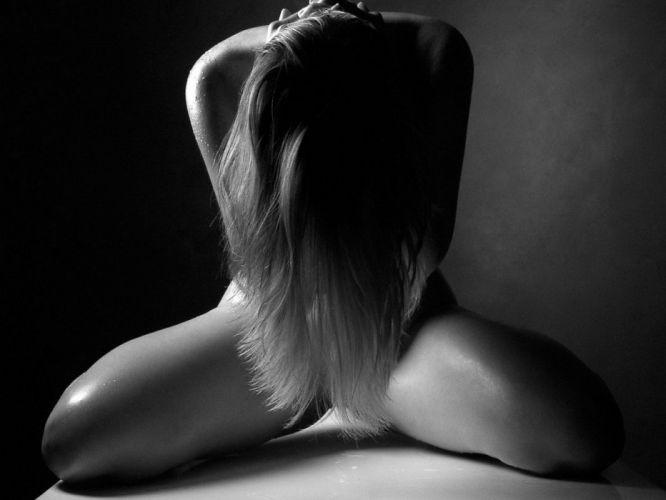 Black & White girl sweat hair wallpaper
