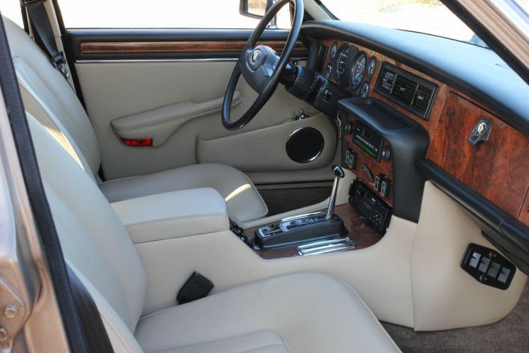 1986 Jaguar XJ12 Sedan Four Door Vanden Plas Classic Old Original UK -05 wallpaper