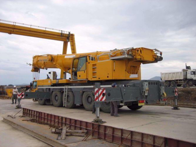 Liebherr LTM 1200 Mobile Crane wallpaper