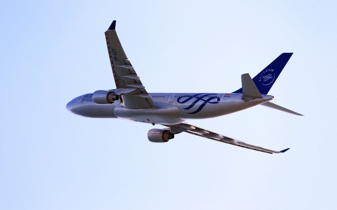 Airbus A330 airliner wallpaper